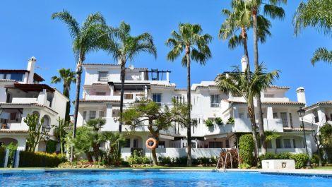 Adosado de 3 dormitorios en venta en Nueva Andalucía – R3295063