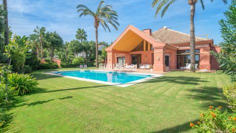 Villa de 5 dormitorios en venta en La Quinta – R3545605