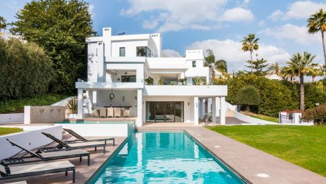 5 bedroom Villa for sale in Las Brisas – R3367102 in
