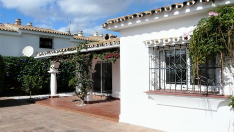 3 bedroom Villa for sale in Estepona – R3529987 in