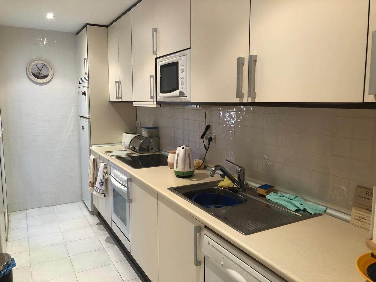 Atico de 3 dormitorios en venta en Marbella – R3200092
