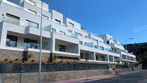 Apartamento de 2 dormitorios en venta en Marbella – R3386023