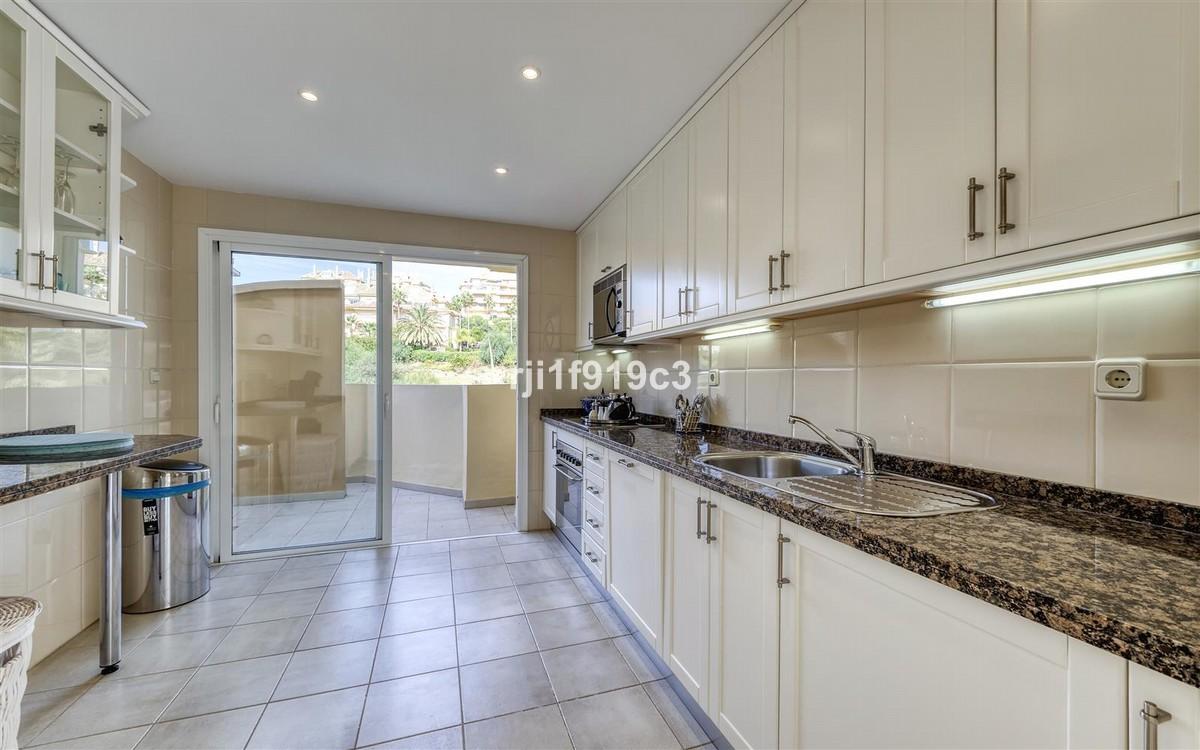 Atico de 4 dormitorios en venta en Elviria Hills – R3437179