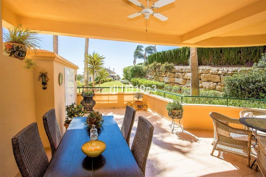 2 bedroom Apartment for sale in Elviria Hills – R3471097