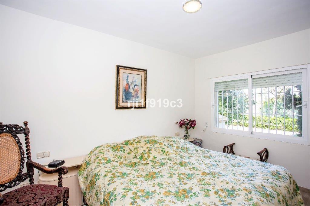 Apartamento de 2 dormitorios en venta en Elviria Hills – R3471097