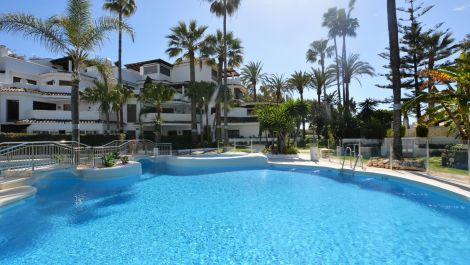 2 bedroom Apartment for sale in Elviria – R3308815 in