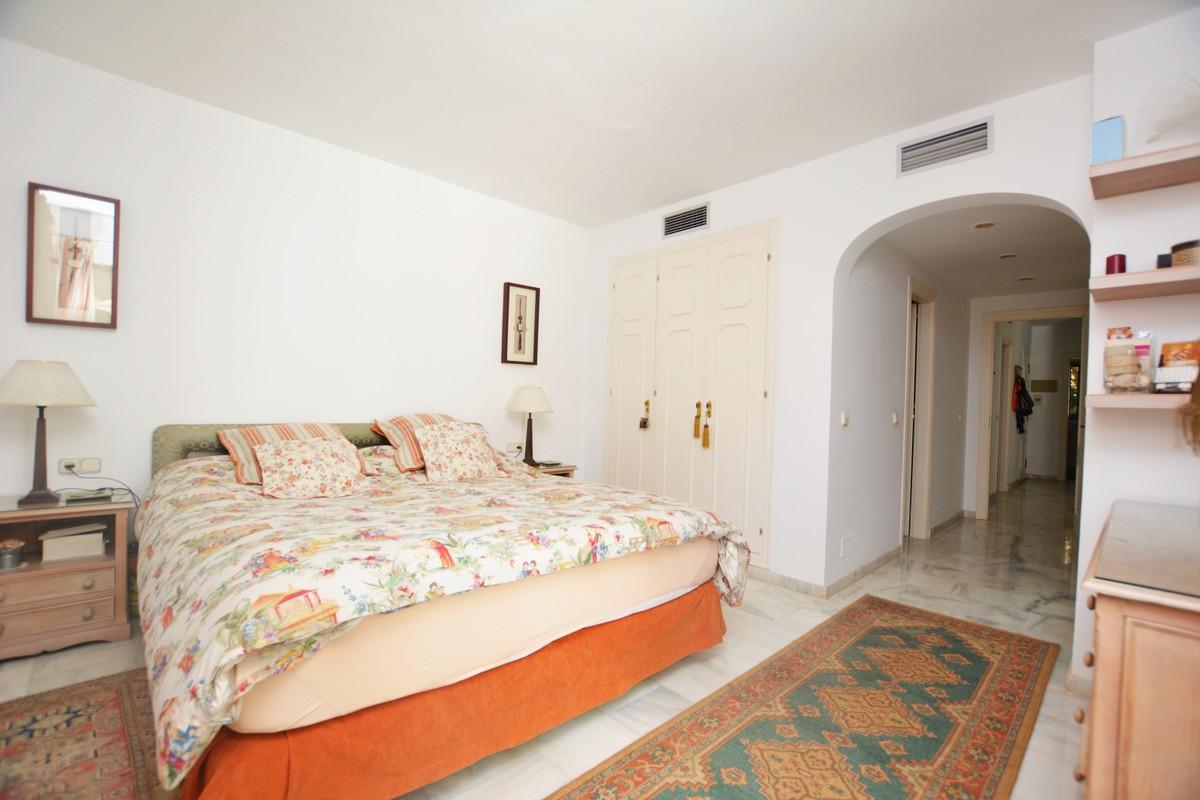 2 bedroom Apartment for sale in Elviria – R3308815