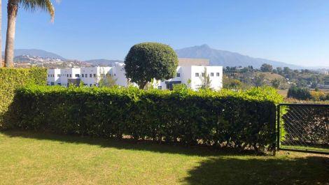 Apartamento de 2 dormitorios en venta en Estepona – R3378091