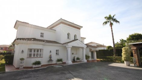 Villa de 5 dormitorios en venta en Guadalmina Baja – R2844098 en