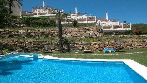 Apartamento de 2 dormitorios en venta en Nueva Andalucía – R166969 en
