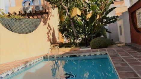 Adosado de 4 dormitorios en venta en Nueva Andalucía – R3531958 en