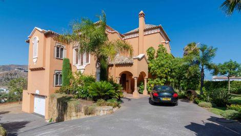 Villa de 4 dormitorios en venta en La Quinta – R3511003