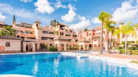 Apartamento de 2 dormitorios en venta en Estepona – R3308791