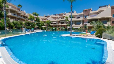 3 bedroom Penthouse for sale in Estepona – R3073678 in