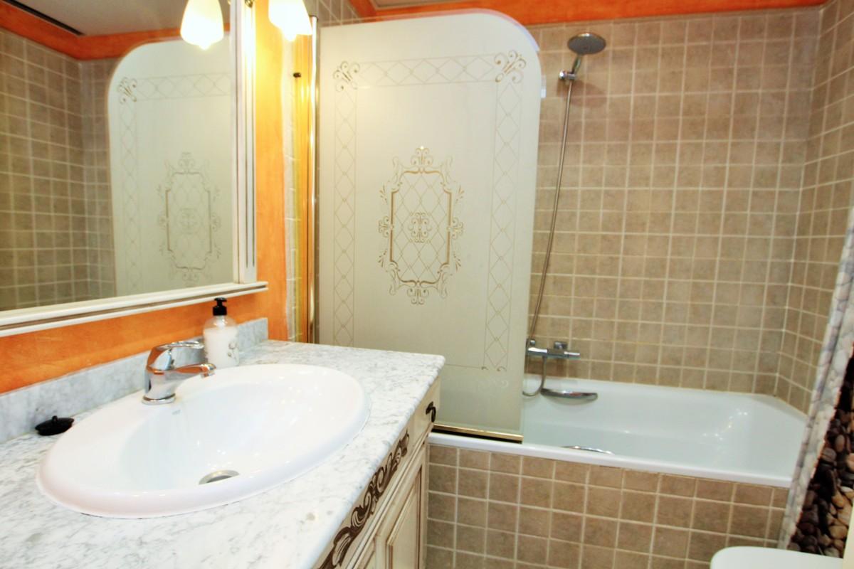 Apartamento de 3 dormitorios en venta en Elviria – R3259576