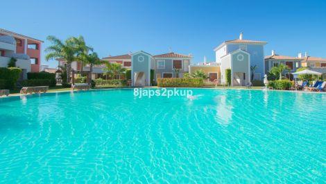 Apartamento de 2 dormitorios en venta en Estepona – R3502483