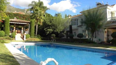 6 bedroom Villa for sale in Sierra Blanca – R2647604
