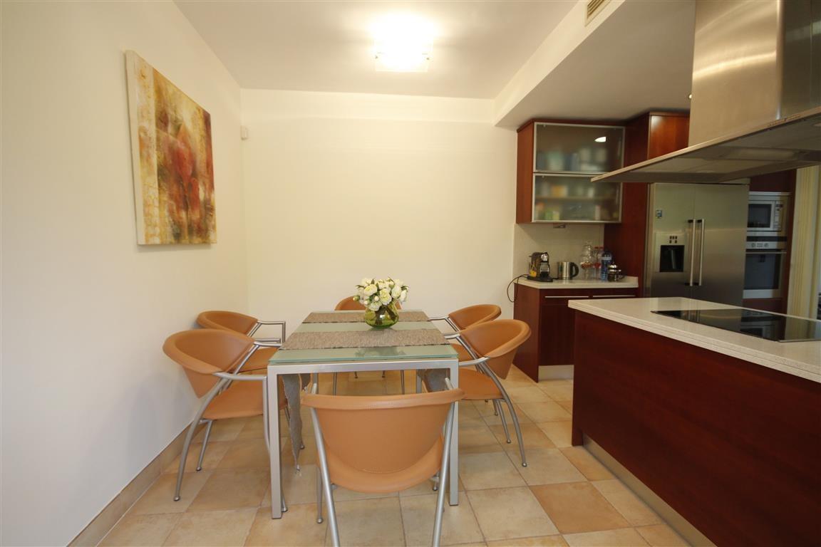 3 bedroom Penthouse for sale in Sierra Blanca – R3265399