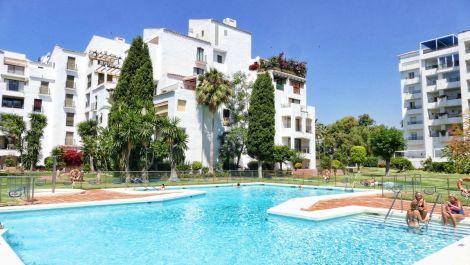 Atico de 2 dormitorios en venta en Puerto Banús – R3328018 en