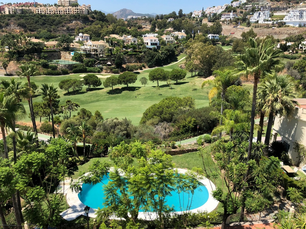 Atico de 2 dormitorios en venta en La Quinta – R3226693