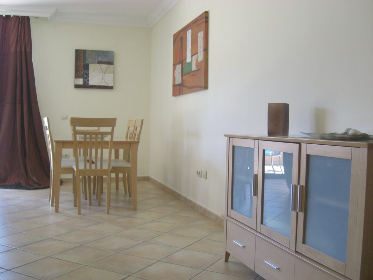 Apartamento de 2 dormitorios en venta en Estepona – R3417961