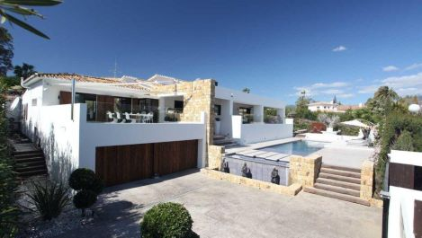 4 bedroom Villa for sale in Guadalmina Alta – R2657000