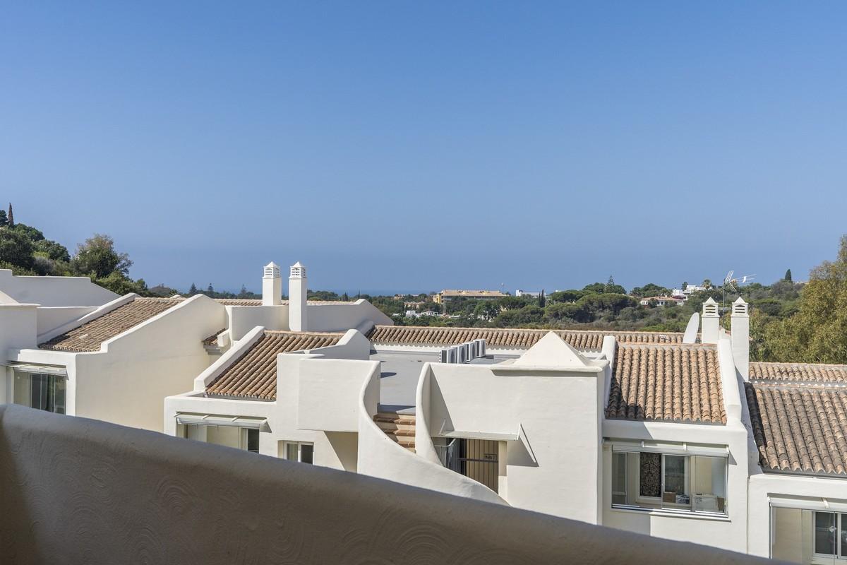 Apartamento de 3 dormitorios en venta en Elviria – R3461971