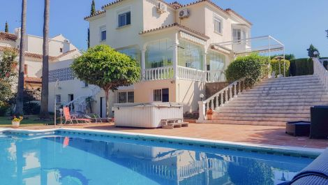 Villa de 5 dormitorios en venta en Guadalmina Alta – R3199693 en