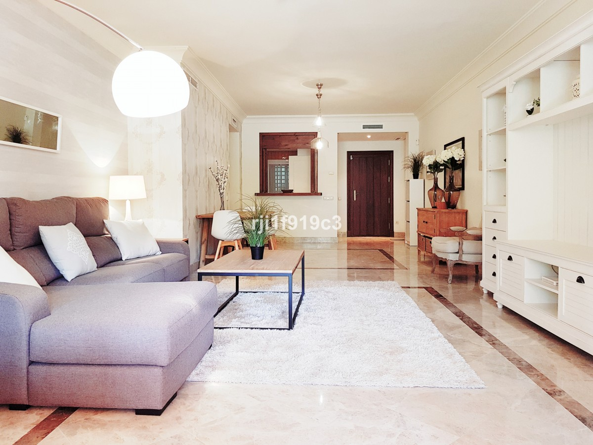 Apartamento de 2 dormitorios en venta en Nueva Andalucía – R3340240