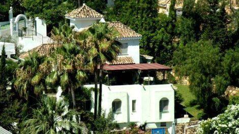 Villa de 4 dormitorios en venta en Nueva Andalucía – R2275418 en