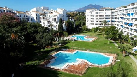 2 bedroom Apartment for sale in Puerto Banús – R3513127