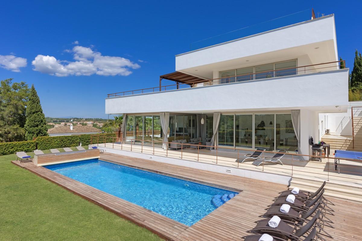 Villa de 7 dormitorios en venta en Sotogrande – R3545911
