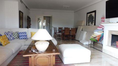 Atico de 4 dormitorios en venta en Guadalmina Baja – R3137332 en
