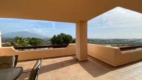 Apartamento de 2 dormitorios en venta en Benahavís – R3327568 en