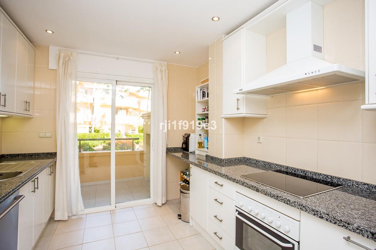 Apartamento de 2 dormitorios en venta en Elviria Hills – R3274975
