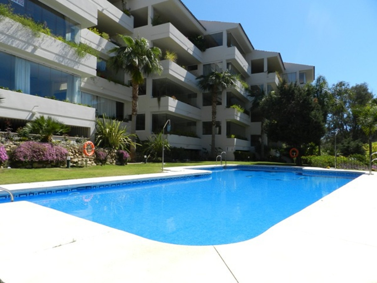 2 bedroom Apartment for sale in Elviria – R2364908