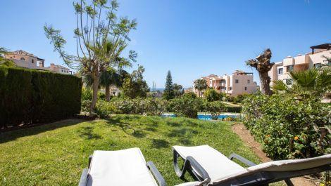 2 bedroom Apartment for sale in Elviria – R3212557 in