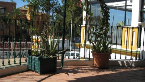 Commercial for sale in Estepona – R2440517