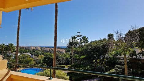 3 bedroom Apartment for sale in Elviria Hills – R3416431