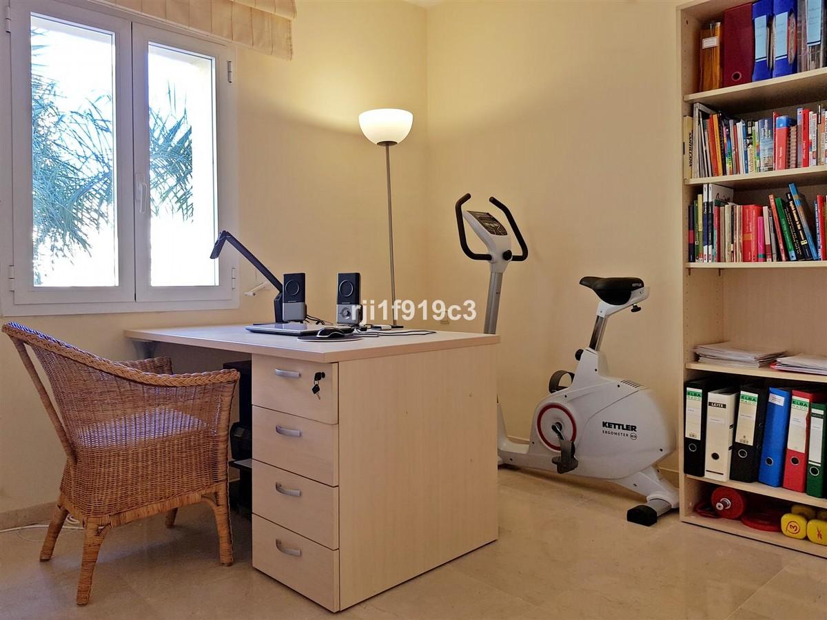3 bedroom Apartment for sale in Elviria Hills – R3416431