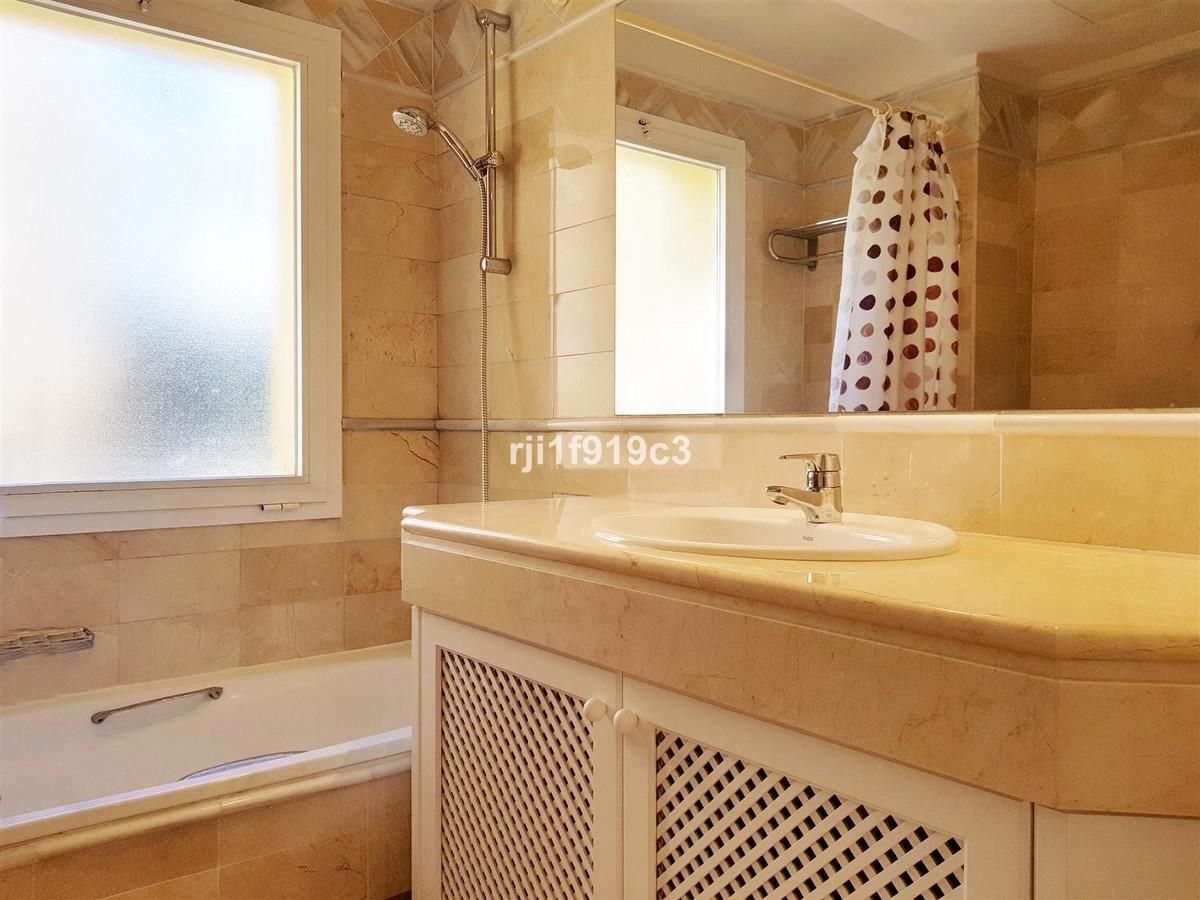 Apartamento de 3 dormitorios en venta en Elviria Hills – R3416431
