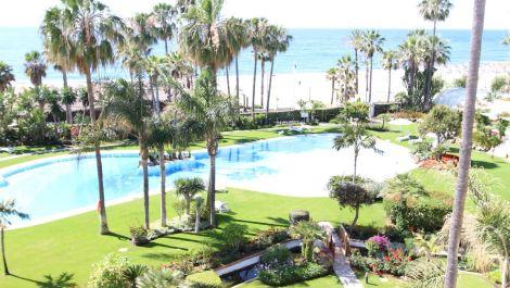 3 bedroom Penthouse for sale in Puerto Banús – R3203200