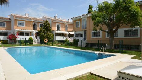 Adosado de 4 dormitorios en venta en Nueva Andalucía – R2919899