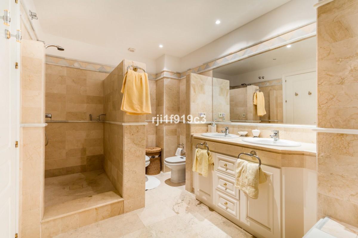 3 bedroom Apartment for sale in Elviria Hills – R3340249