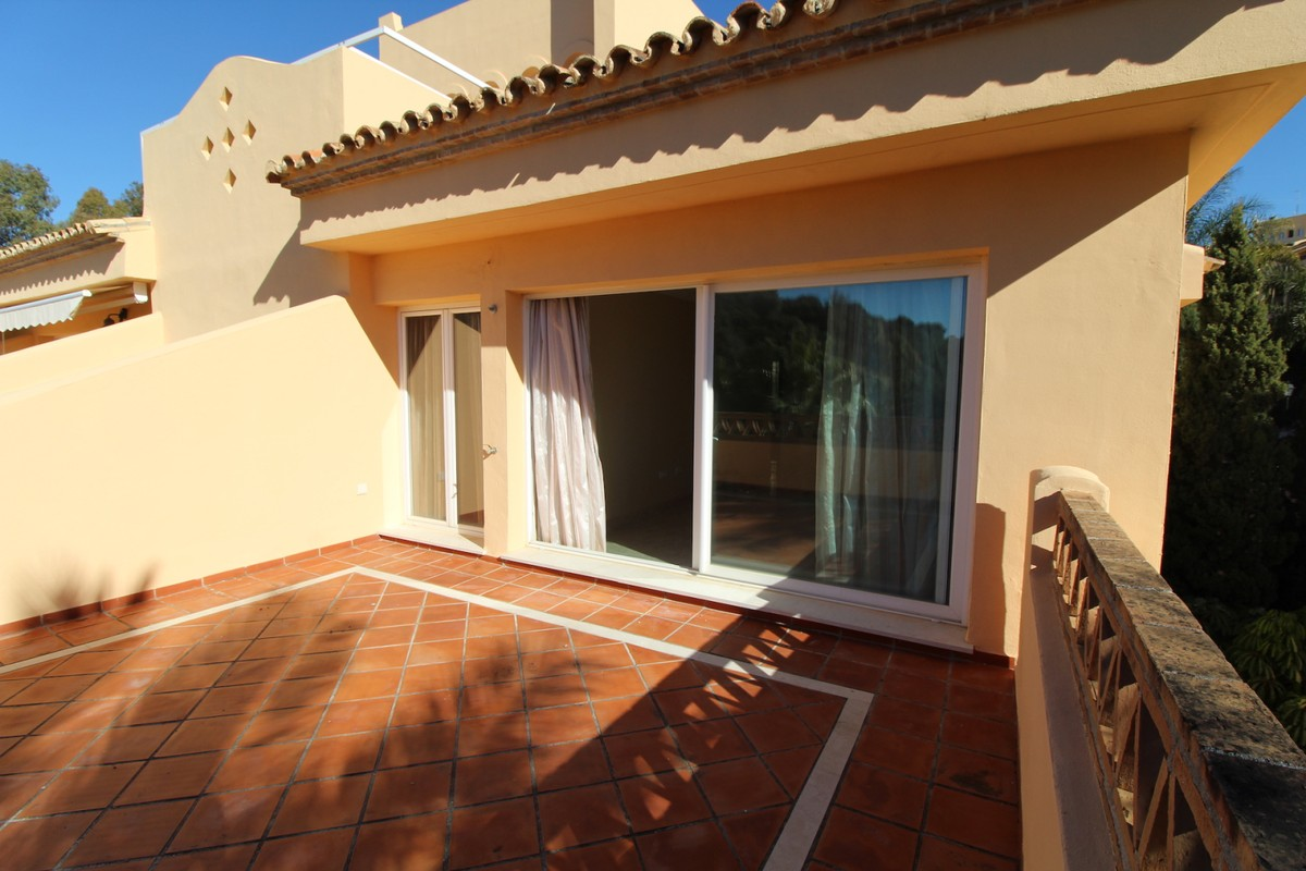 3 bedroom Apartment for sale in Elviria – R2239886