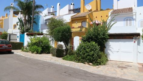5 bedroom Townhouse for sale in Nueva Andalucía – R2978780