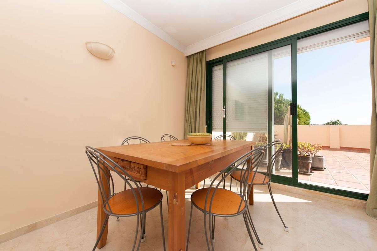 3 bedroom Apartment for sale in Elviria – R2795006