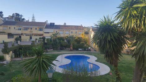Adosado de 4 dormitorios en venta en Estepona – R3380155
