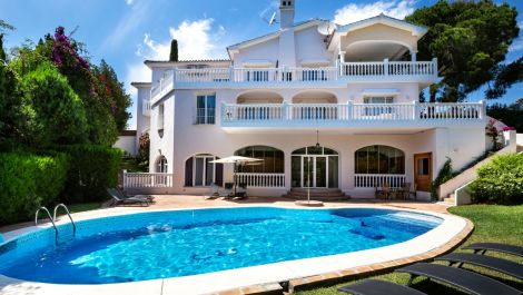 Villa de 8 dormitorios en venta en El Rosario – R3302494