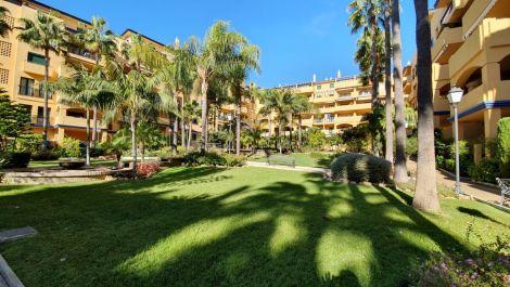 Apartamento de 2 dormitorios en venta en San Pedro de Alcántara – R3476680 en